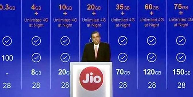 मुकेश अंबानी का दुनिया में सबसे सस्ता 4G प्लान देने का दावा...