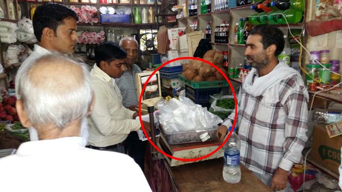 GURGAON: पॉलीथीन रखने वाले दुकानदारों पर कसा शिकंजा, काटे चालान