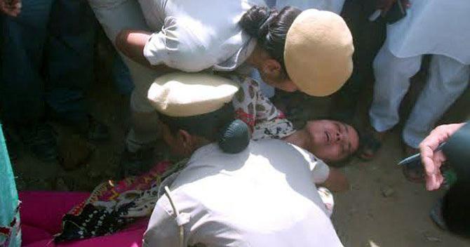 पति के हत्या मामले में आयी थी CM खट्टर से मिलने, पुलिस ने नहीं दिया मिलने, बेहोश होकर गिरी