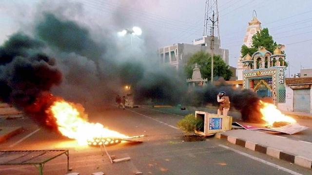 किसान आंदोलन के दौरान WhatsApp के जरिये वाहनों में आग लगवाने वाला कांग्रेस नेता गिरफ्तार