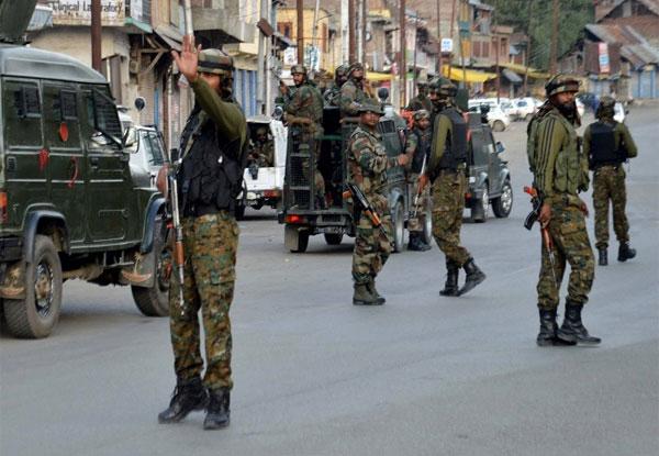 जम्मू-कश्मीर के शोपियां में पुलिस दल पर बड़ा आतंकी हमला, 4 जवान शहीद