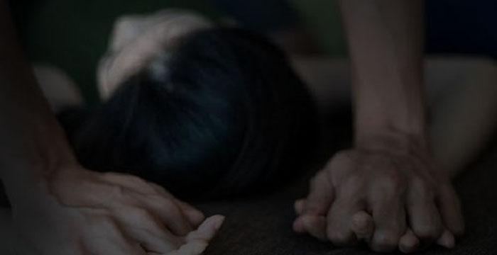 पति की आँखों के सामने बदमाश लूटते रहे महिला की आबरू