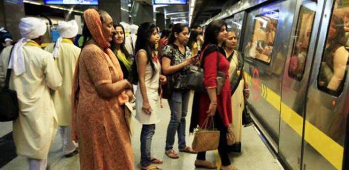 अभी से चुनावी मोड़ में केजरीवाल, महिलाओं को मेट्रो में मिल सकती है फ्री सवारी
