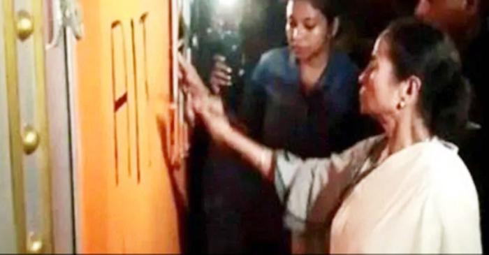 ममता ने BJP दफ्तर का ताला तुड़वाकर पेंट किया TMC का नाम और निशान
