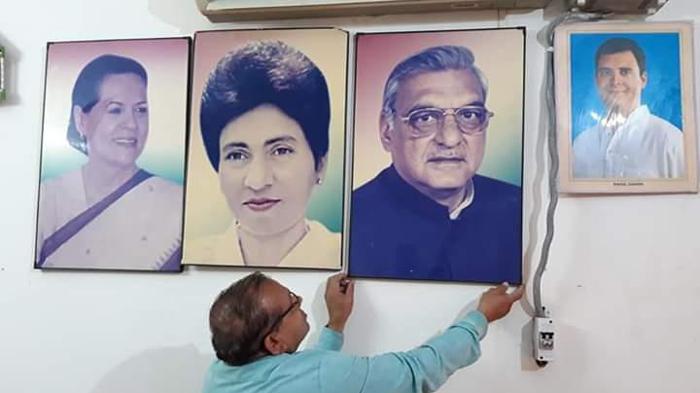 कांग्रेस ऑफिस से तंवर के फोटो आउट, सैलजा-हुड्डा के इन