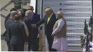BreakingNews  डोनाल्ड ट्रंप भारत पहुंचे प्रधानमंत्री मोदी ने किया स्वागत